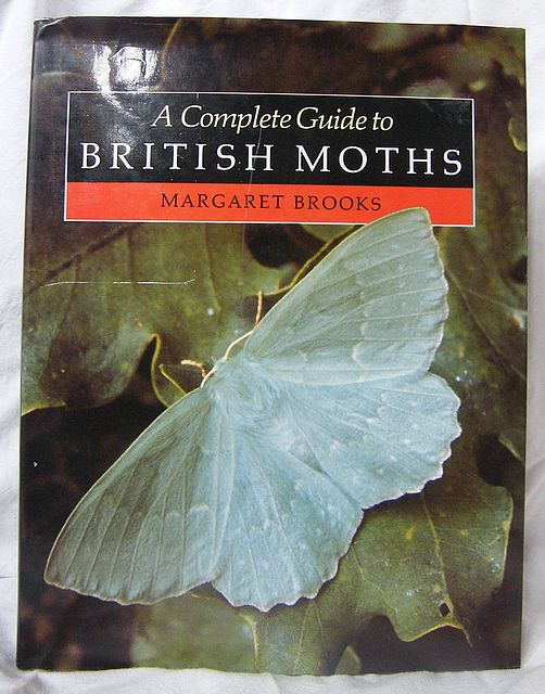 A Complete Guide to British Moths (Macrolepidoptera)